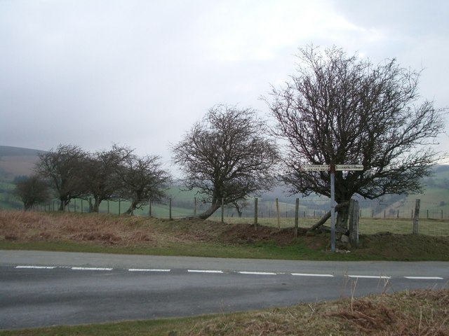 Signpost for Llanbadarn Fynydd (left) and Llangunllo (right)
