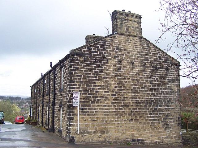 Brackendale, Thackley End
