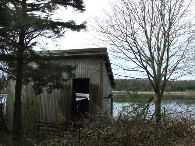 Bird watching hide overlooking the Cefni reservoir