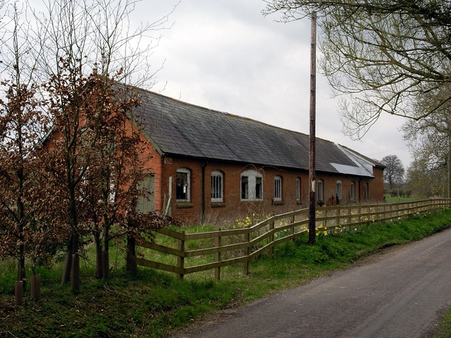 Derelict building near Bransbury