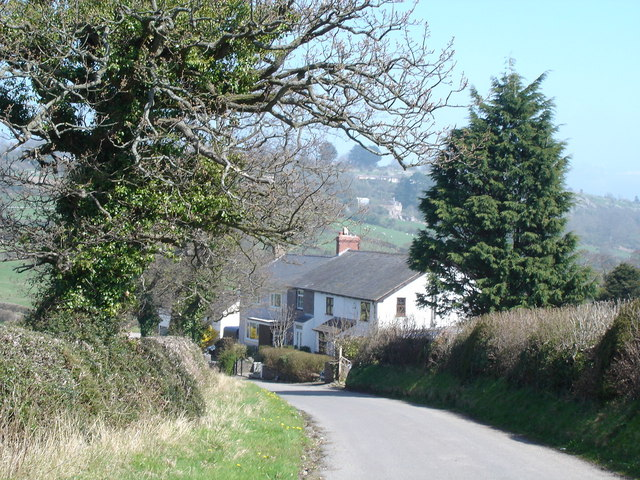 Cottages on approach to Llysfaen