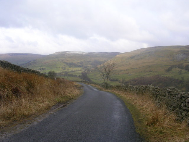 Road from Wensleydale to Swaledale