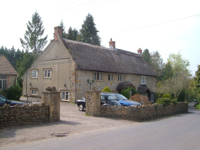 Thatched cottage, Pound Road, Horton