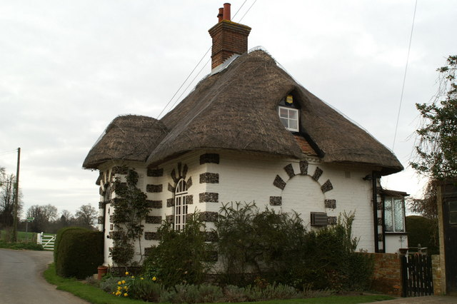 Thatched estate lodge, Frogham
