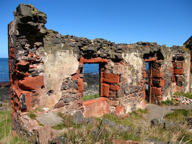 Ruined Building at Redheugh Shore, near Coldingham