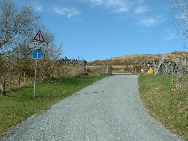 Cattle grid on the lane to Bwlch-gwyn-uchaf