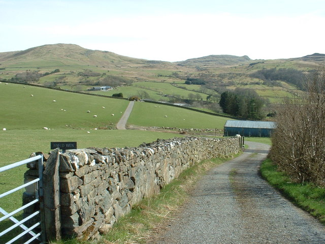 The lane to Hafod Wen