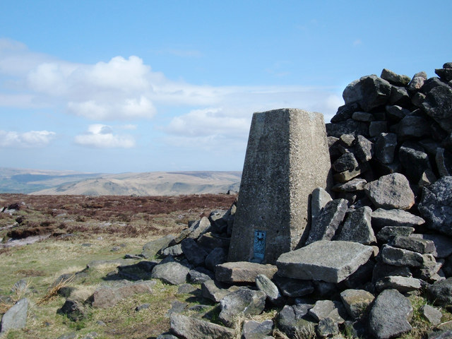 Alphin Pike, Greenfield, 469 metres