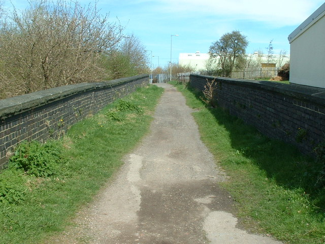 Kirklees Way crossing a disused Railway