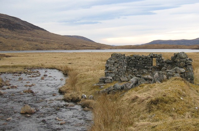Ruined shieling on the side of Loch Gharbhrain