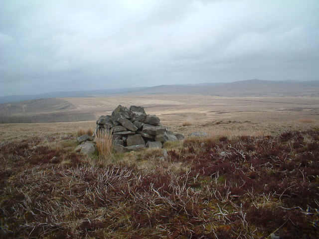 Cairn on the side of Little Wedder Hill