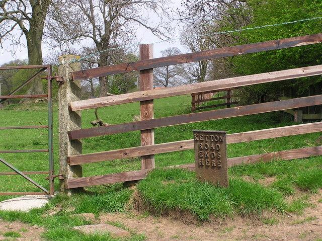 Boundary Marker : Newton  Ketton