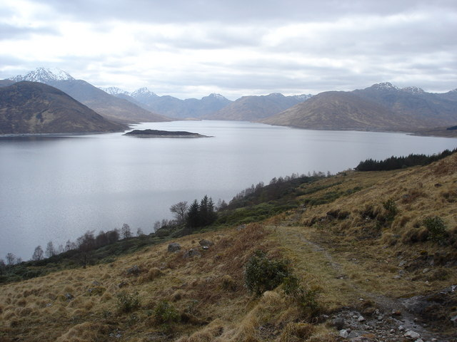 Footpath back from Spidean Mialach looking west along Loch Quoich