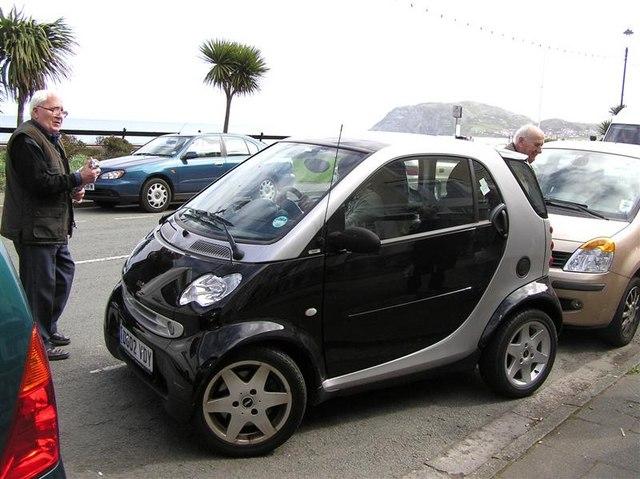 Difficult parking, Llandudno seafront