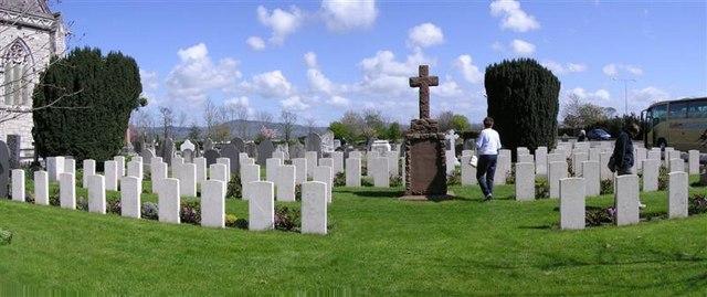 St Margaret's Church war graves