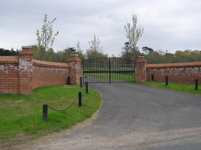 Gate Entrance : Smeaton Manor
