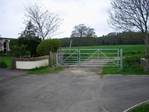 Footpath to Woodbury Hill