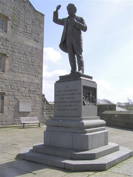 David Lloyd George statue, Caernarfon