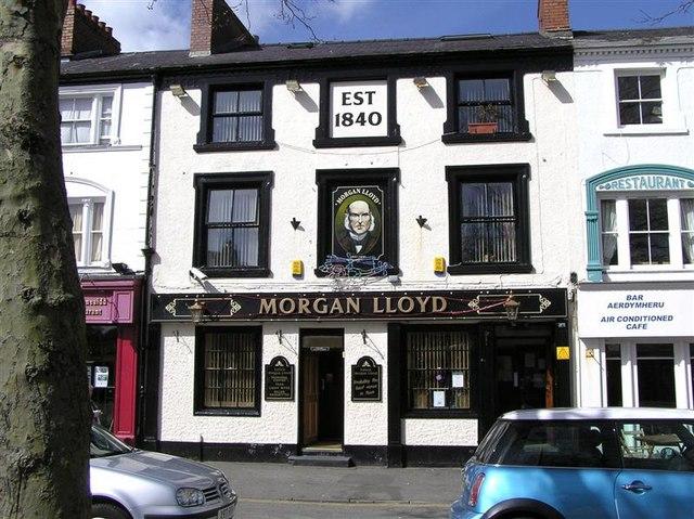 Morgan Lloyd, Caernarfon