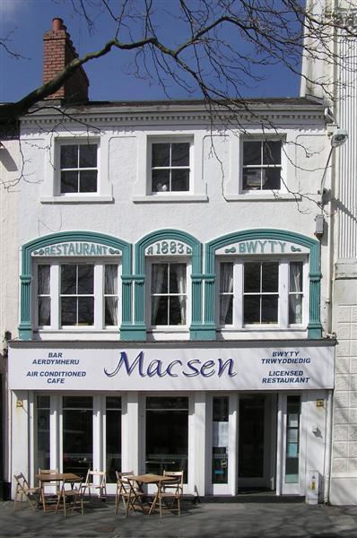 Macsen, Caernarfon