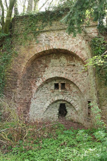 Fitzhead: limekiln near Burrow Hill Farm