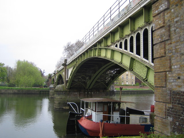 River Thames: Richmond-upon-Thames railway bridge
