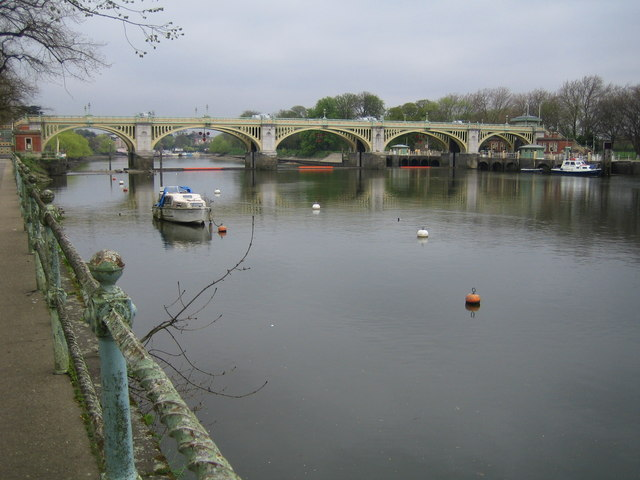 River Thames: Richmond Lock & Footbridge