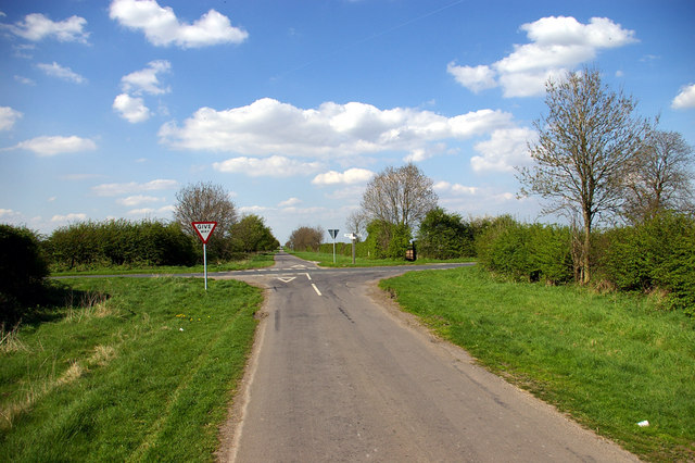 Crossroads near Wootton Wold