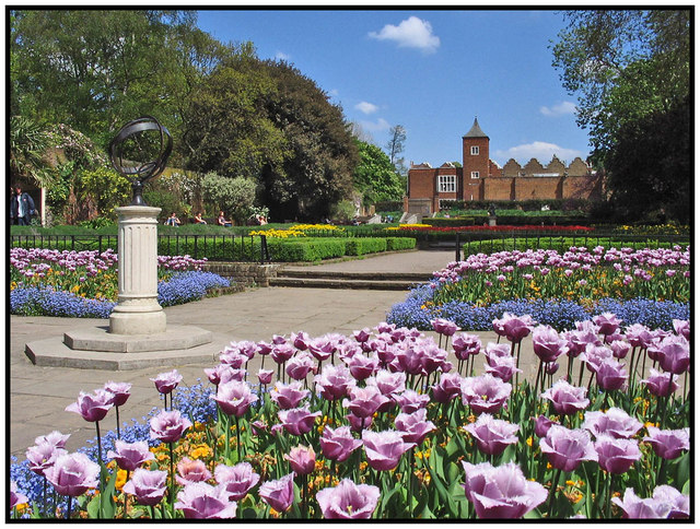 Holland Park - Gardens and Theatre