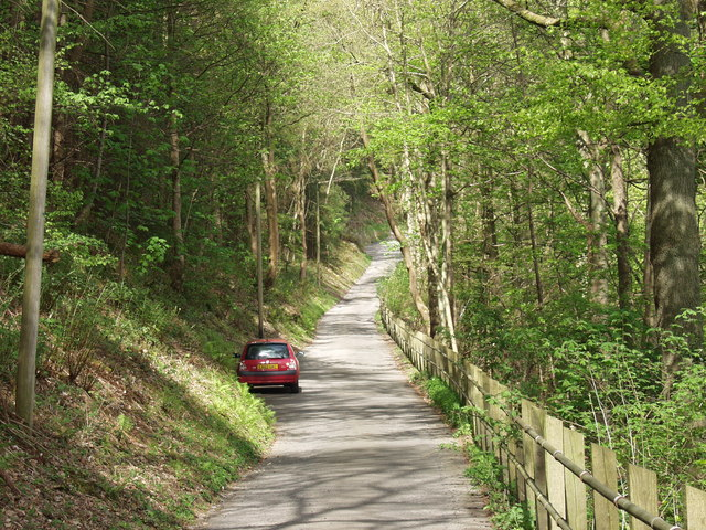 Road along the north bank of Geraint Hill