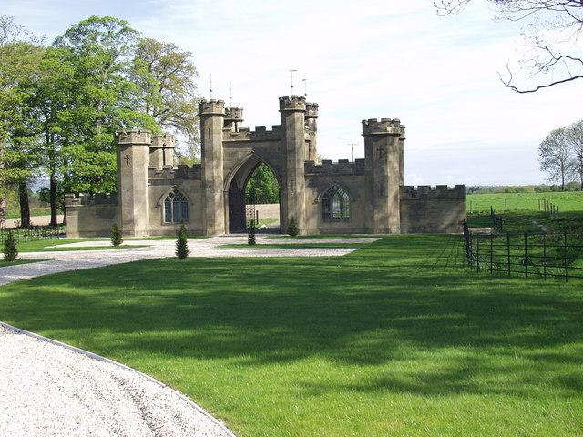 Gatehouse to Brynkinalt