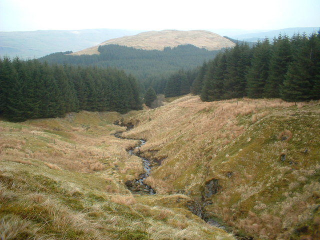Burn flowing down from Dunbrach, Dungoil hill in the background