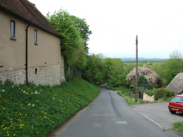 Frogmore Lane, Long Crendon - looking downhill