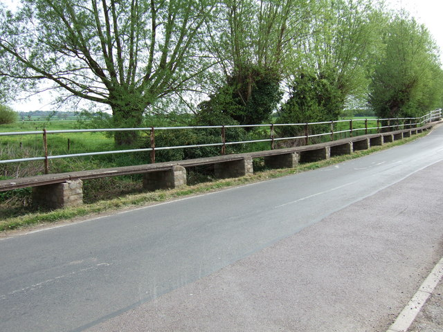 Raised walkway, Shabbington