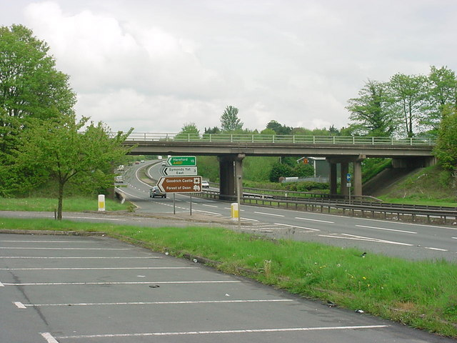 Whitchurch - Junction between A40 and A4137