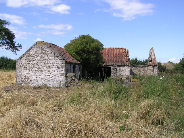 Ruined Farm Building : On track to Hindberries.