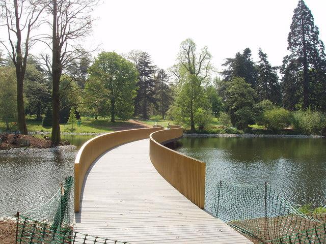 Sackler Crossing, Kew Gardens lake