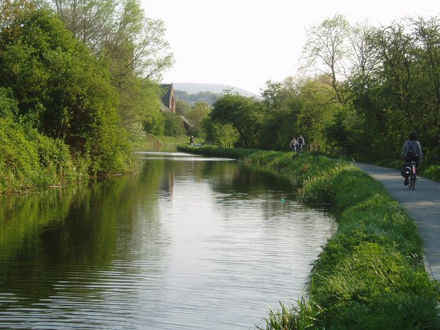 Early evening by the Union Canal