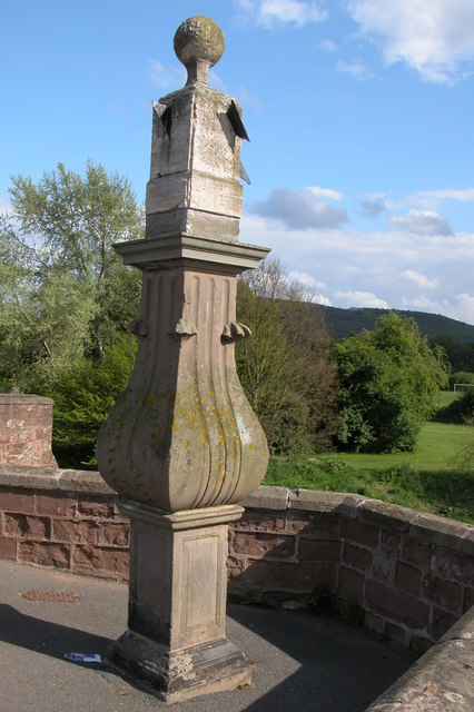 Sundial, Wilton Bridge