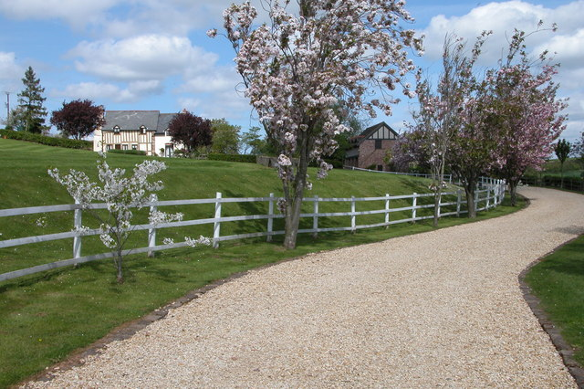 Driveway to a cottage in Yatton