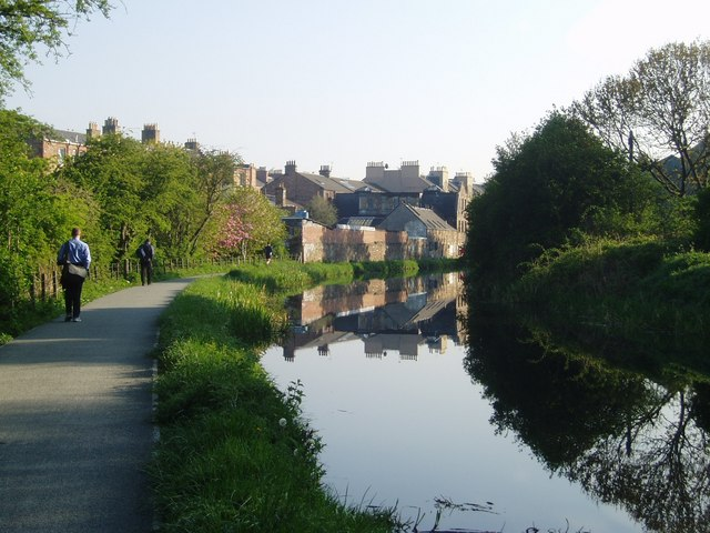 Morning reflections in the Union Canal