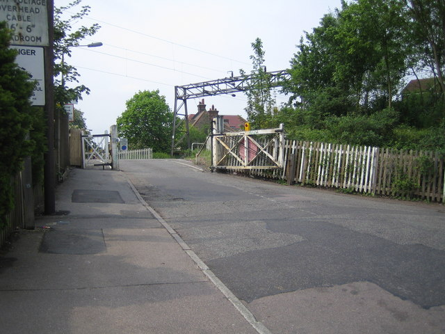 Enfield: Lincoln Road level crossing