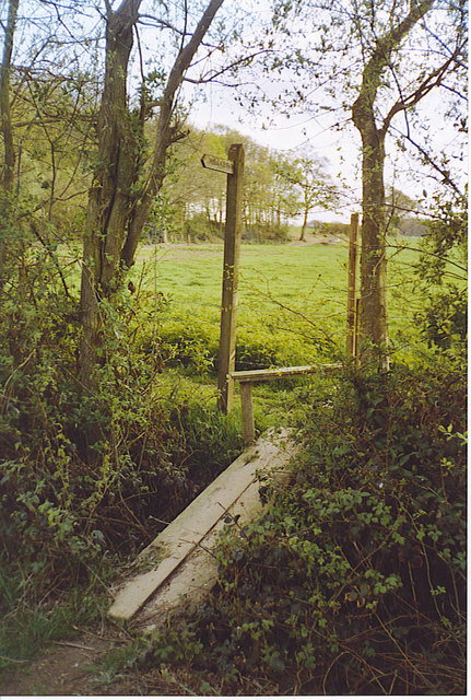 Footbridge and Stile South of Hillhouse Farm.