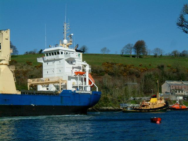 China clay ship towed to docks on Fowey River