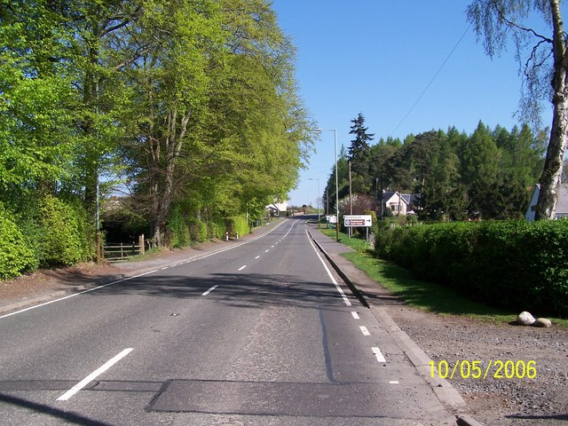 A93 road junction with Golf Course Road