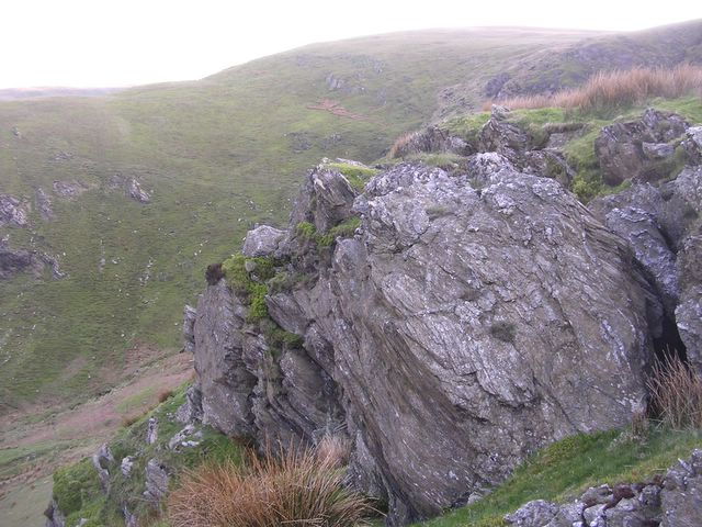 Rocky outcrop at Anna Crag