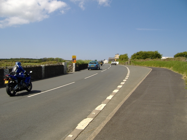 A 5 road, approaching Ballakeighan junction