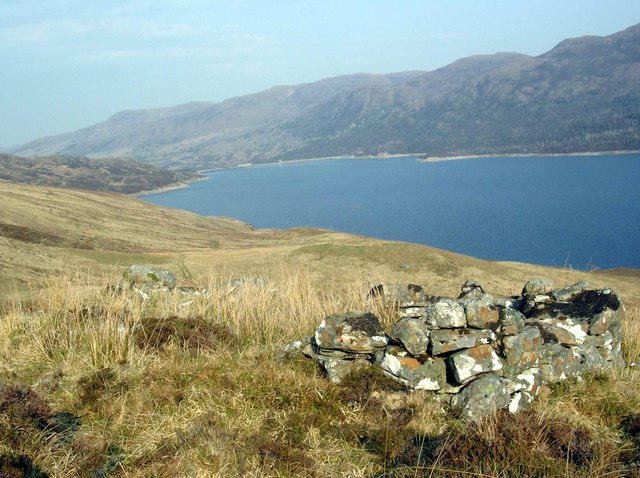 Ruined sheiling above Loch Mullardoch