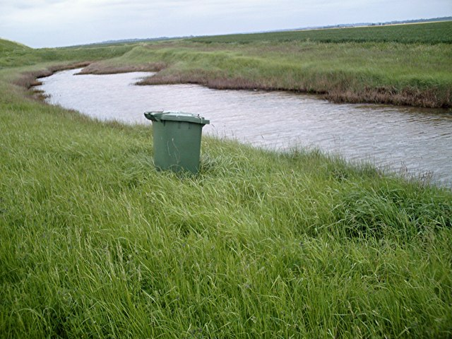 Wheely bin by the borrow dyke