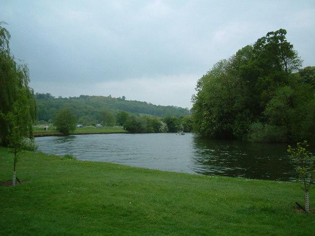 Tq0072 the river thames runnymede